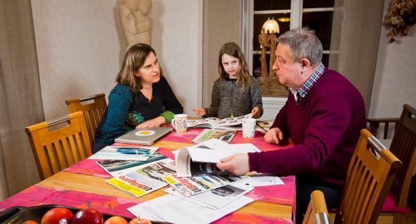 Det blev mycket faktainsamlande och många diskussioner runt matsalsbordet innan mamma Ellen, dottern Freja och pappa Jan kom fram till vilken bil som passade familjens behov bäst.