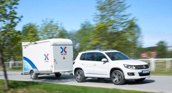 Ett mindre flyttsläp med totalvikt 1000 kg är ingen match för VW Tiguan med B-kort. Men det gäller att inte lasta mer än 390 kg!