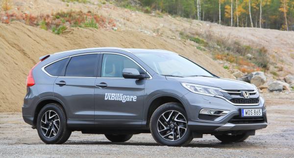 Någon terrängbil är inte Honda CRV, men på grusvägar funkar den bättre. Segt 4WD-system är ett minus.