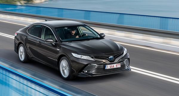 Nya Camry är den åttonde generationen av Toyotas storsäljande sedan.