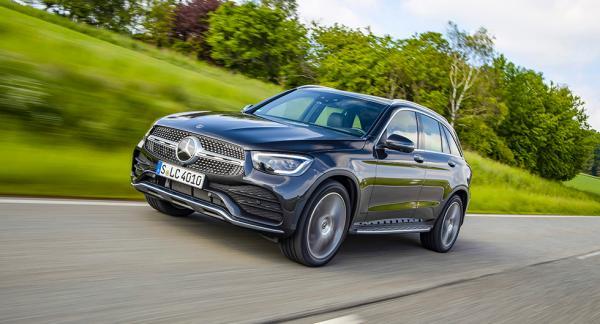 Mercedes GLC älskar långkörning och gör resan tyst och behaglig för passagerarna.
