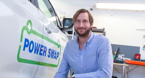 """– Det här blir en """"game changer"""" (som ritar om spelplanen, för elbilen, säger Carl Johan Mangelus på Powerswap."""