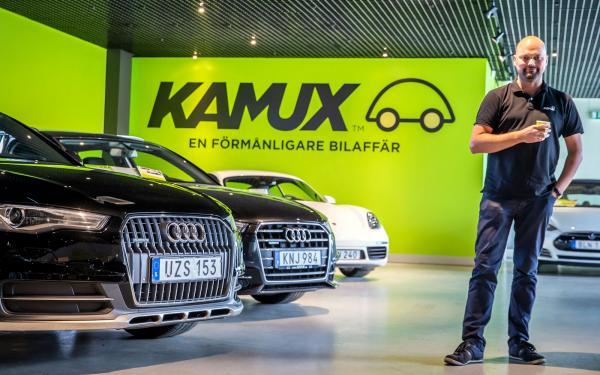 – Vi märker att en del finska kunder köper bilar från Sverige utan att komma hit, säger Robin Toss, vd på Kamux, som erbjuder leverans till företagets finska bilhallar.