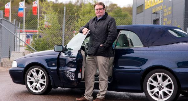 Mekonomens robotsystem gav saftiga prisförslag när Richard Andréasson skulle serva sin Volvo C70. Foto: Inga Svensson