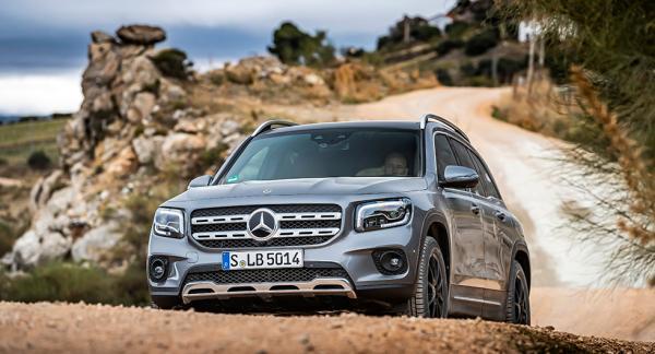 Ett kantigare utseende än vad vi har vant oss vid från Mercedes de senaste åren. Visst ger det raka linjespelet GLB karaktär?