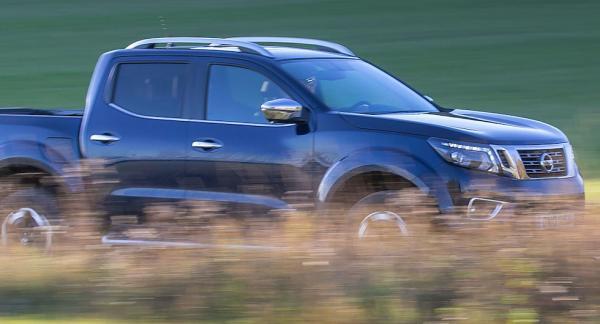 Nissan Navara erbjuder för klassen ovanligt bra fjädringskomfort.