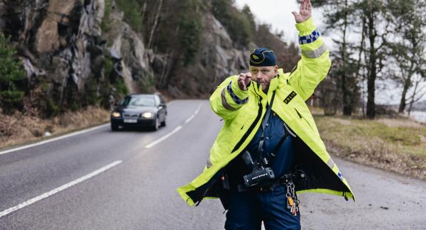 Håkan Klingborg har varit trafikpolis i 25 år. På 90-talet hade polisen betydligt bättre kontroll över vägarna menar han.