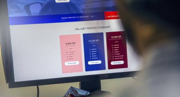 För cirka 6000 kronor kan du köpa ett körkort på nätet, utan att ha tagit en endaste körlektion.