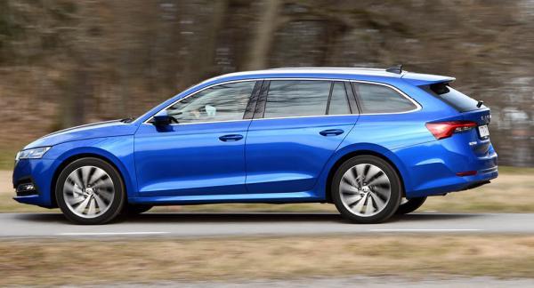 Skoda Octavia Combi kostar 274 400 kronor i bensindrivet och framhjulsdrivet TSI 150-utförande. Det är 82 600 kronor billigare än Volvo V60 B3 med bensindrift, mildhybridteknik och 163 hästkrafter.