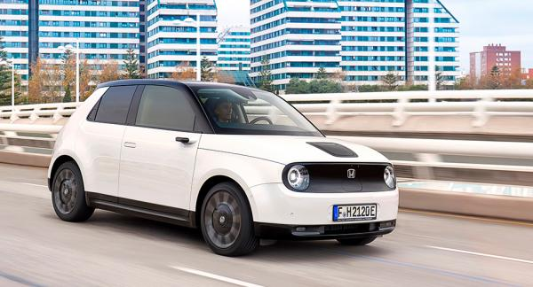 Honda e är en av många elbilar som driver på bakhjulen.