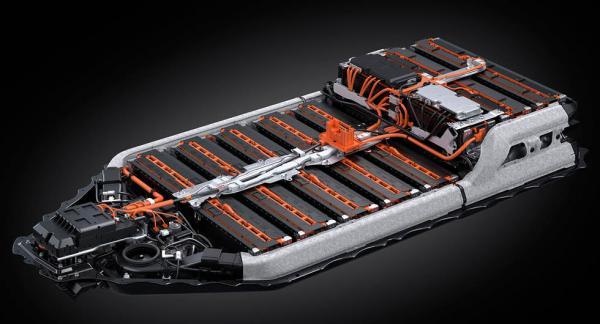 Bilden visar batteripaketet i Lexus elbil UX300e, som inte har solid state-batterier.