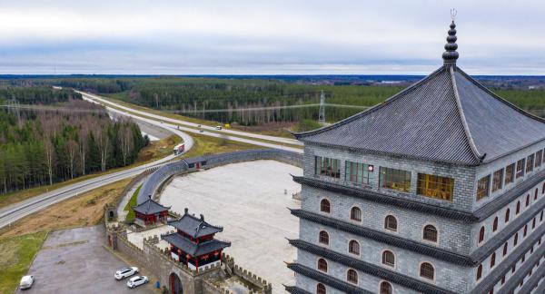 Här var energin den rätta, tyckte Mr Li och byggde sitt egna lilla Kina i Älvkarleby.
