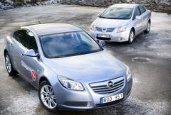 Opel Insignia vs Toyota Avensis - sport mot komfort
