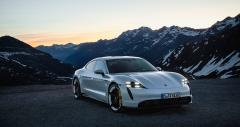 Första åkturen i Porsche Taycan