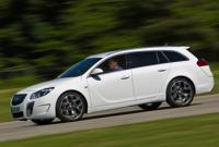 Opel Insignia ST känner vi igen. Nyheterna sitter under skalet.