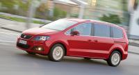 Seat Alhambra 2,0 TDI CR. Seat Alhambra är tvillingbil till Volkswagen Sharan och det är bara detaljer som skiljer. En viktig detalj som talar till Alhambras fördel är att den blir billigare.
