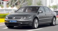 En kraftig, kromad grill och en ljusramp med LED-lampor i strålkastarna har givit Volkswagen Phaeton mera pondus.